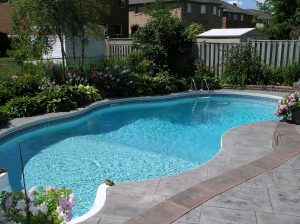 concrete vs fiberglass pools comparison